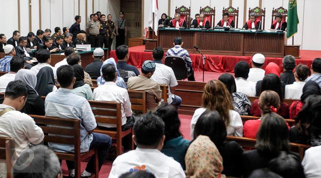 Sidang-Vonis-Ahok-5
